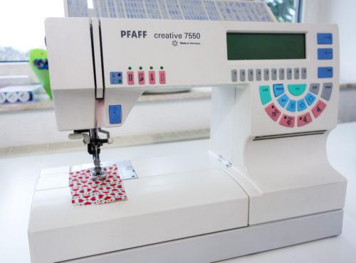 Blick in Sabines Nähzimmer - bei farbenmix wird auf diesen Maschinen genäht...