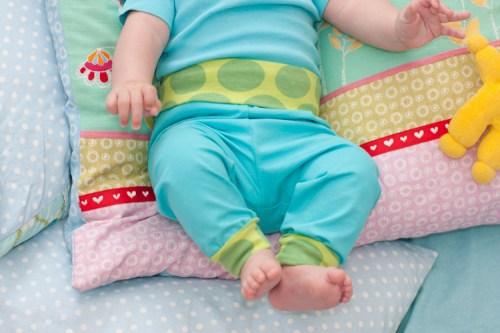 Kuschelhose -Zwergenverpackung Vol. 2 - gedoppelt oder einfach genäht - näh dir die Babykleidung selber mit farbenmix Schnittmuster