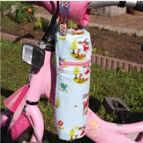 Einschulungsgeschenke selbstgemacht. zum Beispiel eine Hülle für die Trinkflasche - geschenkt für die Schultüte