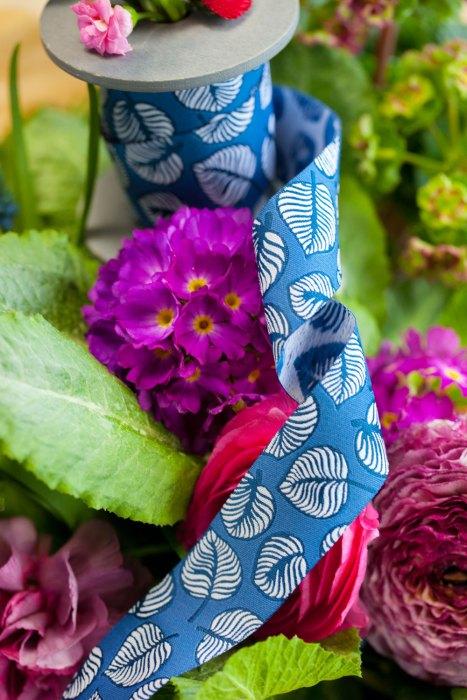 Blätter in blau aus der Sew and More Schnittmusterkollektion - Design Lila Lotta erhältlich bei farbenmix