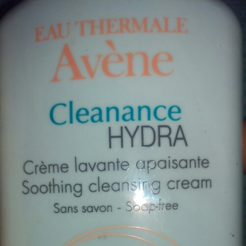 I need a new facial cleanser! Bye to Eau Thermale Avène Cleanance Hydra Soothing Cleansing cream!