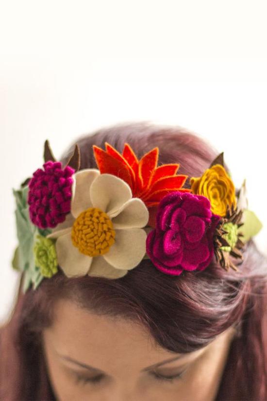 Couronne de fleurs en feutrine colorée