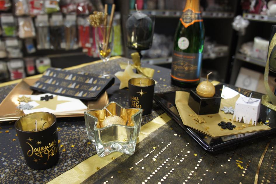 Décoration de table chic en or et noir