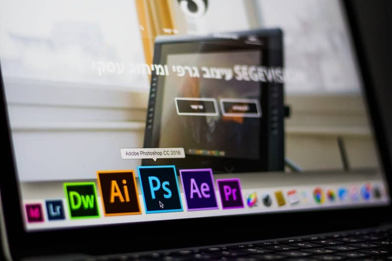 turning on photoshop application on an Apple macbook pro