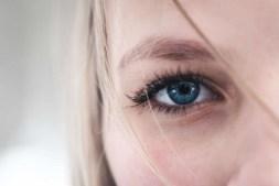 contact lens vs glasses