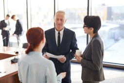 employees-talking-to-boss-J3B2L6N