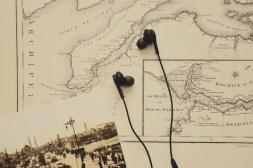 black-in-ear-earbuds