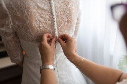 Selecting your wedding dress according to the theme