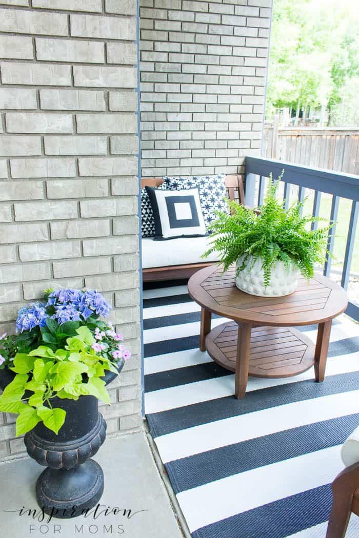 Summer Porch Decor Ideas: Black and White - Inspiration ... on Black And White Backyard Decor  id=27866