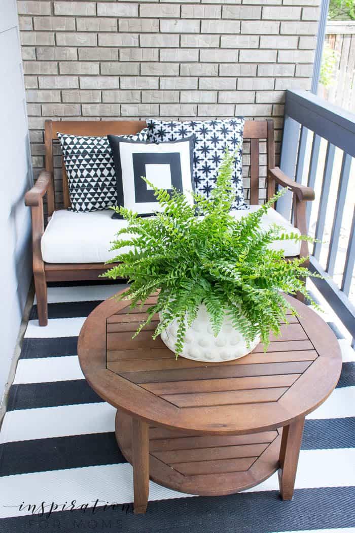 Summer Porch Decor Ideas: Black and White - Inspiration ... on Black And White Backyard Decor  id=93499