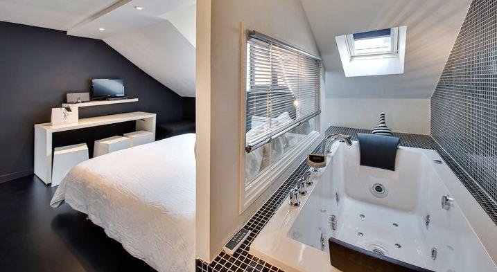 2 chambres dont l une avec baignoire balneo a 150 eur et 180 eur prix en euro par chambre double et par nuit a partir de deux nuits