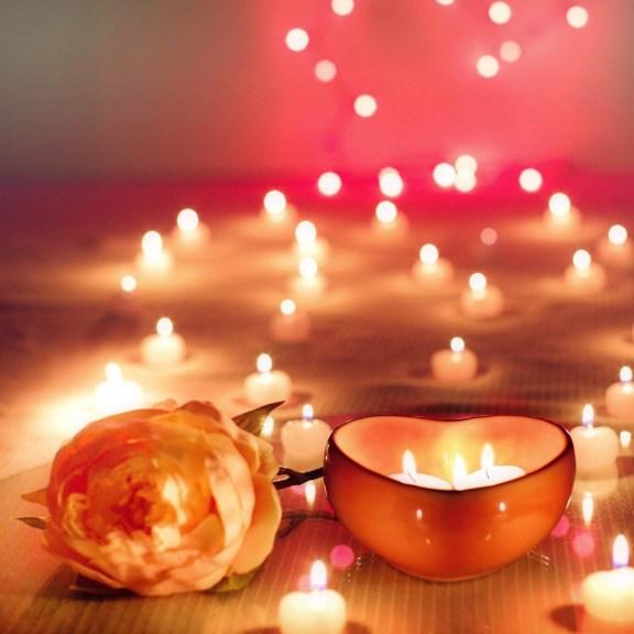κεριά σχηματίζουν το δρόμο