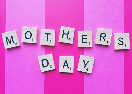 Ευχηθείτε για τη γιορτή της μητέρας με κάθε τρόπο