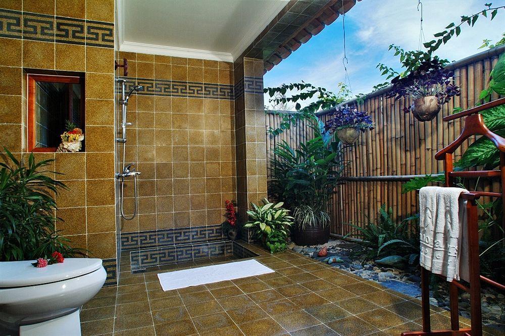 33 Outdoor Bathroom Design and Ideas - InspirationSeek.com on Backyard Bathroom Ideas  id=55076