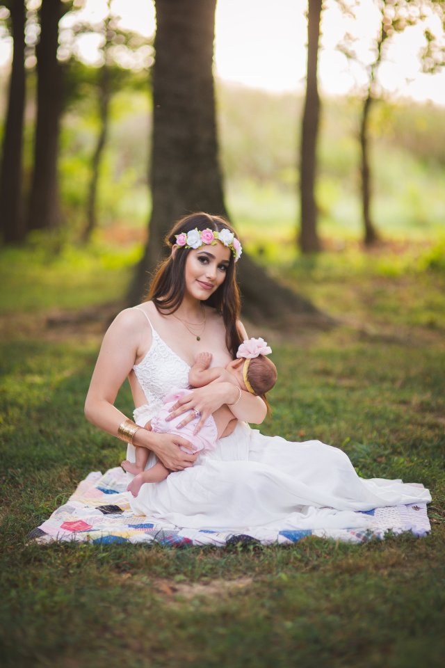 breastfeeding photoshoot