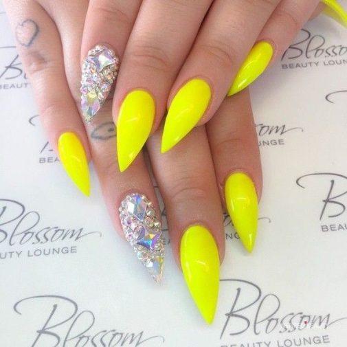 summer nails yellow