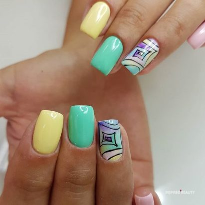different color nails trend