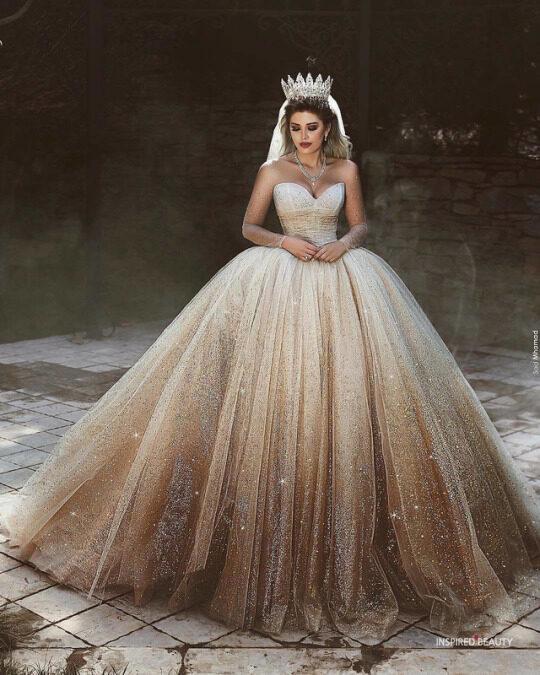 Queen style wedding dress