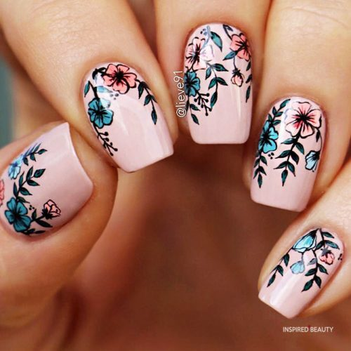 short nail designs with flowers