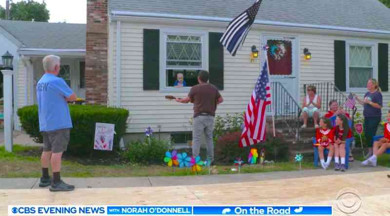 When Sick 3-Year-old is Quarantined, People Begin Showing Up at His Window to Entertain Him
