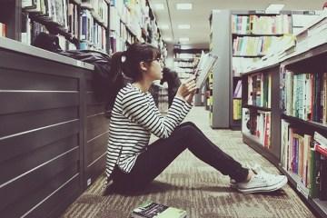8 видів книжок, які вам варто взяти на літній відпочинок
