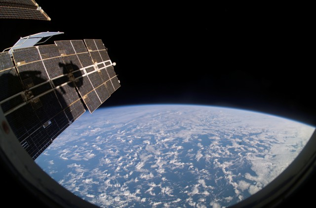 0124-0610-2617-4710_earths_horizon_and_station_solar_array_panels_international_space_station_o