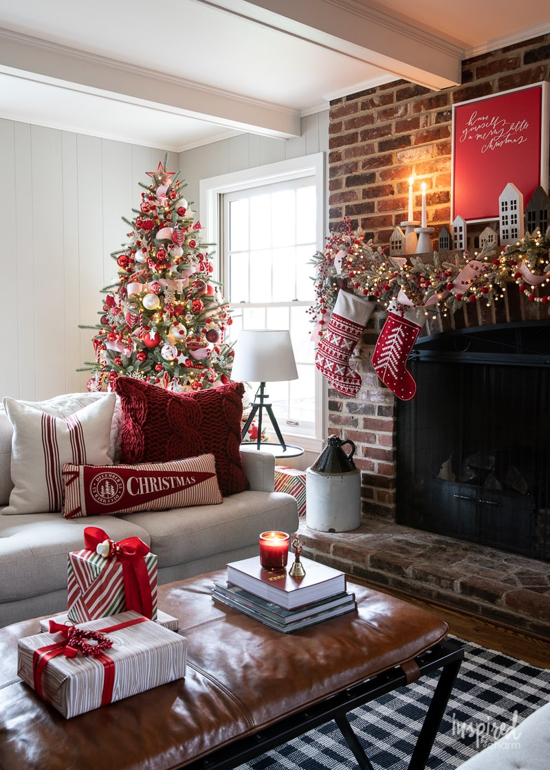 Red and White Christmas Tree #christmas #christmastree #tree #decor #decorating #holiday #christmastreedecor #ornaments