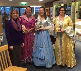 At the shop in Staphorst, the employees dressed up in costumes to match the dresses on my book covers! So fun!