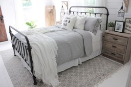 48+ beautiful Farmhouse Style Master Bedroom Ideas 04
