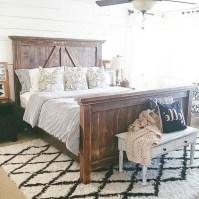 48+ beautiful Farmhouse Style Master Bedroom Ideas 17