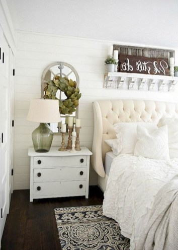 48+ beautiful Farmhouse Style Master Bedroom Ideas 39