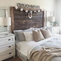 48+ beautiful Farmhouse Style Master Bedroom Ideas 43