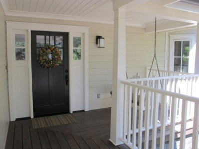 25+ Awesome Farmhouse Exterior Front Door Ideas (6)