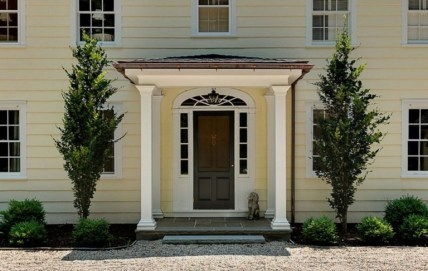 25+ Awesome Farmhouse Exterior Front Door Ideas (8)