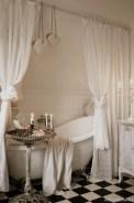 25+ Beautiful Shabby Chic Romantic Bathroom Ideas (17)