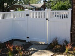 63+ Inspiring DIY Front Yard Privacy Fence Remodel Ideas (41)