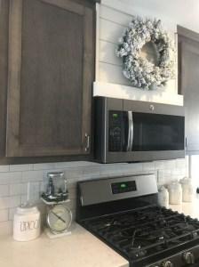 70+ Amazing Farmhouse Gray Kitchen Cabinet Design Ideas 61