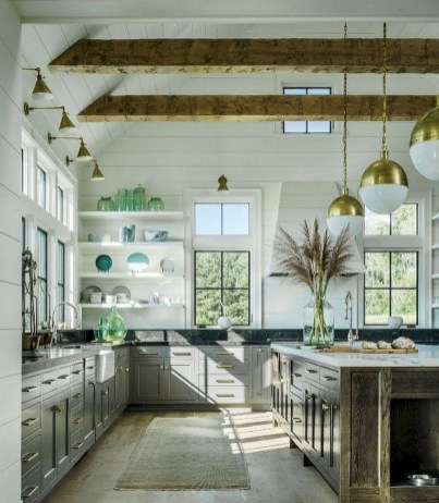75+ Rustic Farmhouse Style Kitchen Makeover Ideas 22