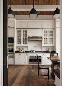 75+ Rustic Farmhouse Style Kitchen Makeover Ideas 45