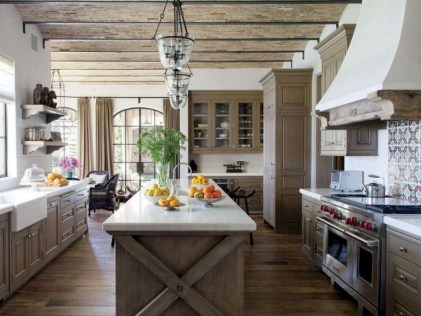 75+ Rustic Farmhouse Style Kitchen Makeover Ideas 51