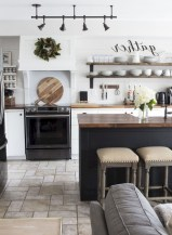 75+ Rustic Farmhouse Style Kitchen Makeover Ideas 55