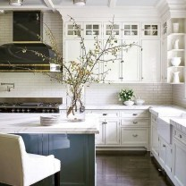 75+ Rustic Farmhouse Style Kitchen Makeover Ideas 68