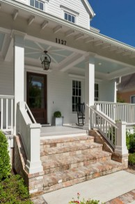 Astonishinh Farmhouse Front Porch Design Ideas 02