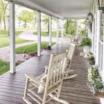 Astonishinh Farmhouse Front Porch Design Ideas 26