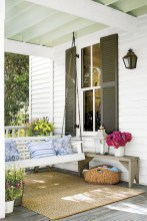 Astonishinh Farmhouse Front Porch Design Ideas 47