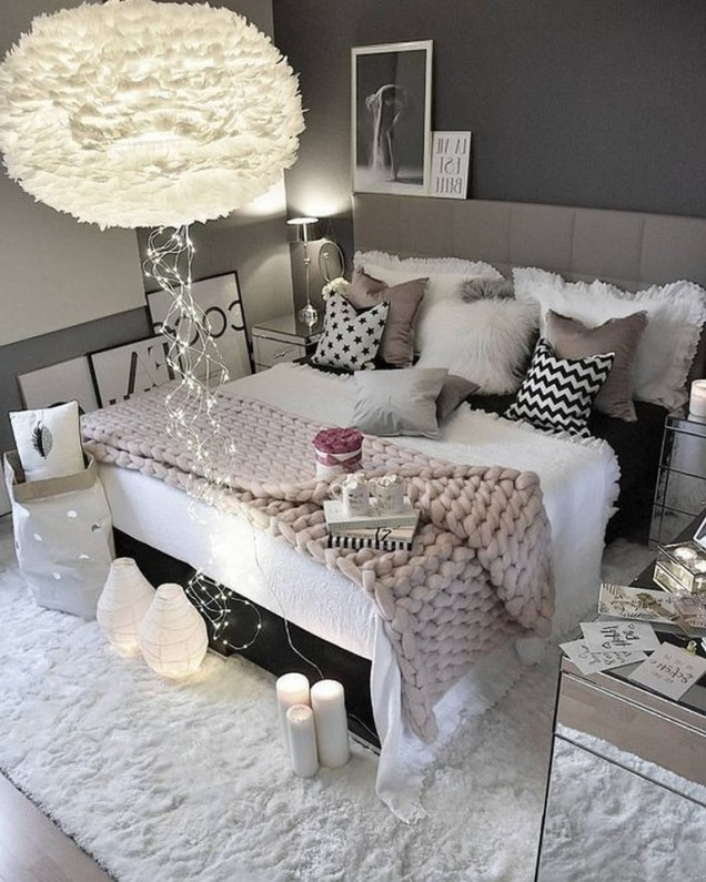 28+ Comfy Neutral Winter Ideas for Your Home Decor (31)