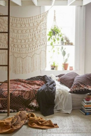 30+ Stunning Bohemian Bedroom Decor For Small Space (9)