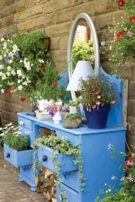 53+ Beautiful DIY Outdoor Garden Crafts Ideas to Make Your Garden More Beautiful (25)