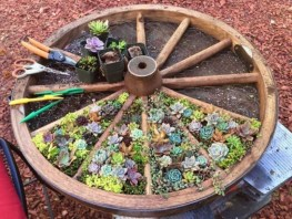 53+ Beautiful DIY Outdoor Garden Crafts Ideas to Make Your Garden More Beautiful (50)