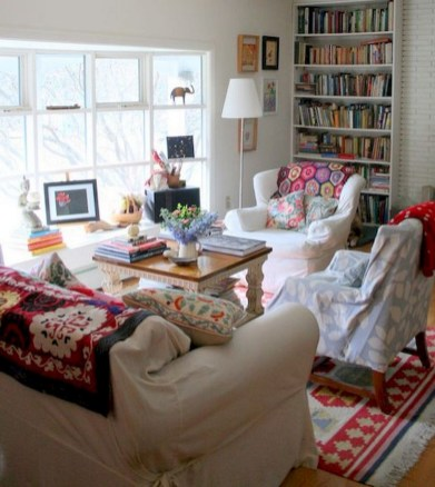 58+ Awesome Granny Chic Ideas for First Apartment Decorating On A Budget (36)